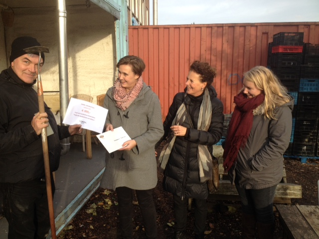 Alice Nap and colleagues help local couple with their garden